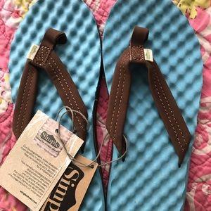 Simple flip flops,6 NWT